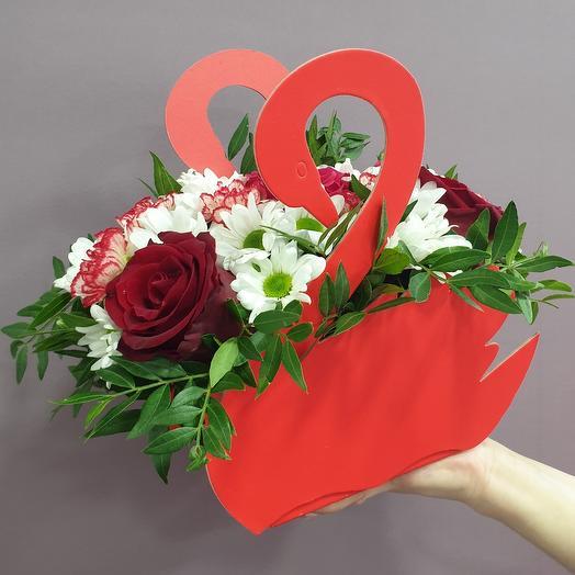 """Композиция """"Лебедь"""" 3 красных розы"""
