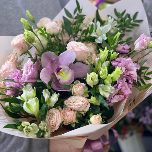 Нежный сборный букет с Орхидеей