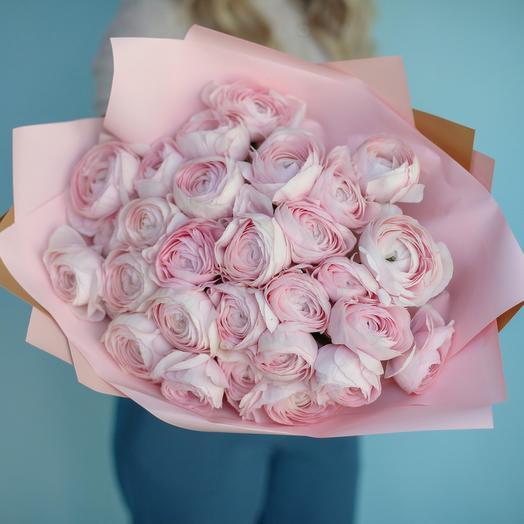 Букет из розовых ранункулюсов