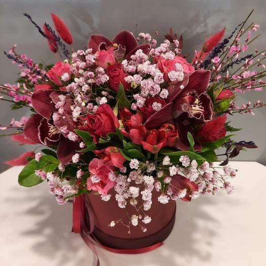 Цветы в вишнёвой коробке