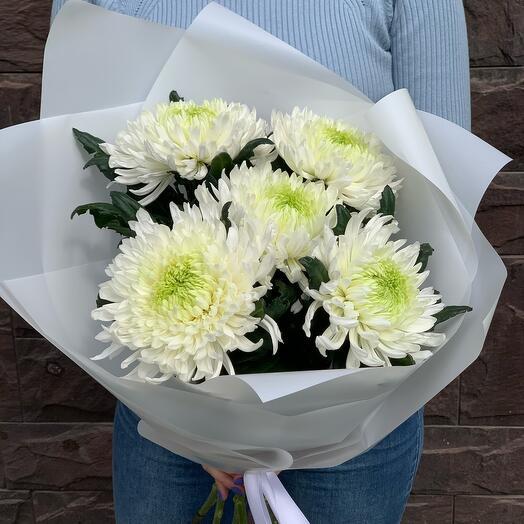 Шикарные хризантемы в букете «Невесомость»