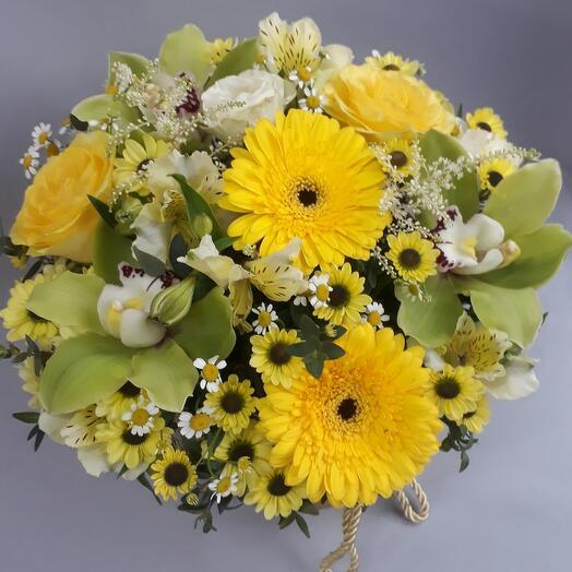 Цветы в коробке для весеннего настроения