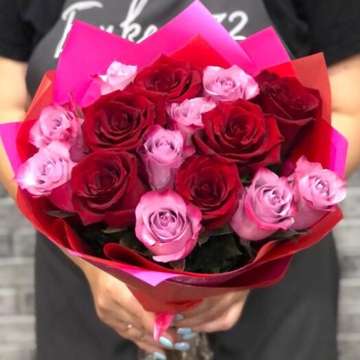 Микс из 15 роз с оформлением