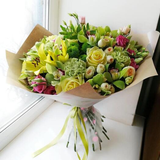 Букет с зелеными орхидеями, розами и лилией