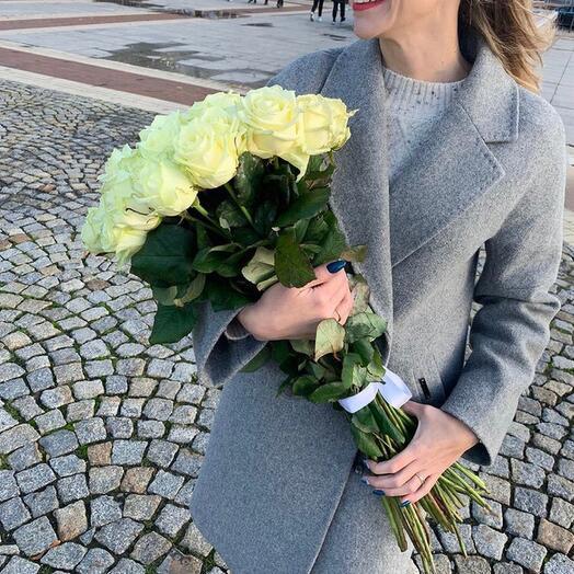 Белые розы 21 шт