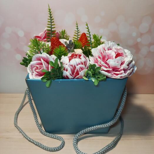 Букет мыльных цветов с клубничкой