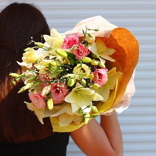 A bouquet of lilies: flowers to order Flowwow