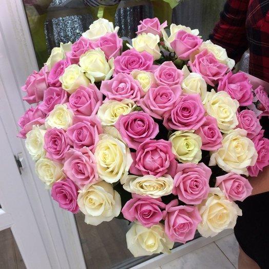 Букет из 51-й белой и розовой розы: букеты цветов на заказ Flowwow