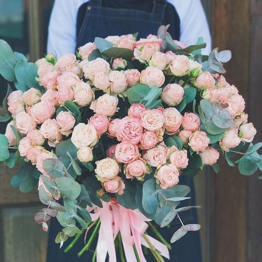 Большой букет из пионовидной розы: букеты цветов на заказ Flowwow