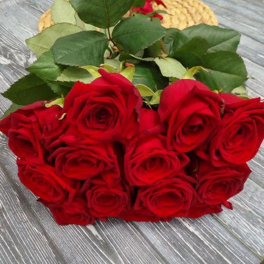 Букет из 13 красных голландских роз 70 см: букеты цветов на заказ Flowwow