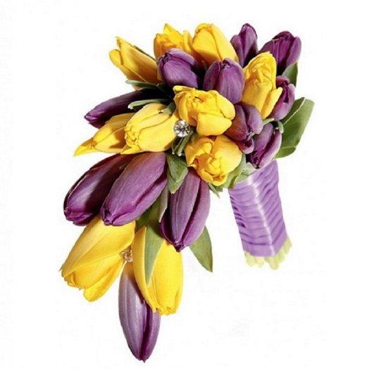 Букет из 33 желто-фиолетовых тюльпанов: букеты цветов на заказ Flowwow