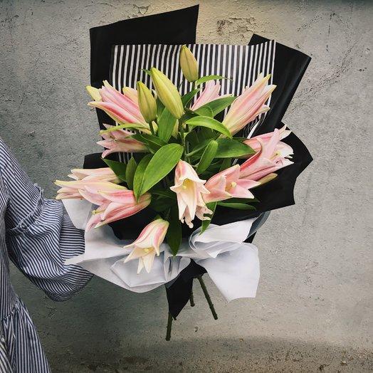 Букет из 3 розовых лилий: букеты цветов на заказ Flowwow