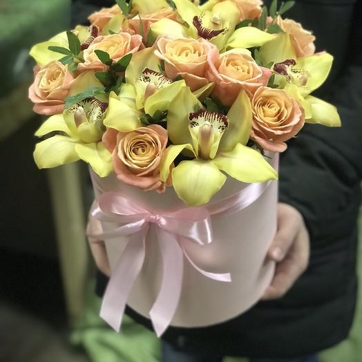 Коробка орхидей и роз: букеты цветов на заказ Flowwow