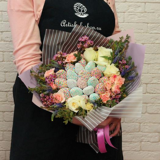 Клубнично- цветочный букет: букеты цветов на заказ Flowwow