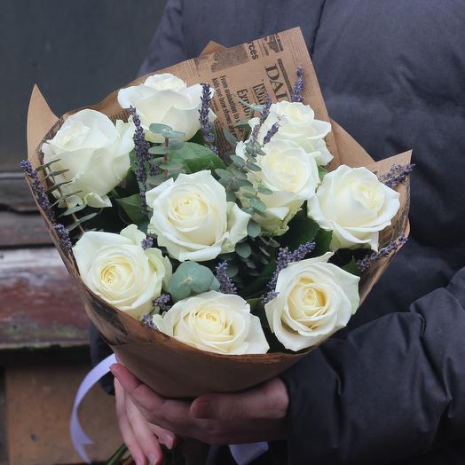 Розы и лаванда: букеты цветов на заказ Flowwow