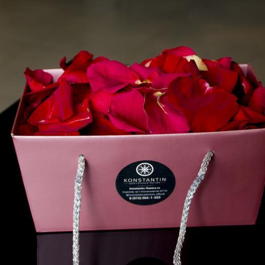 Лепестки эквадорских роз: букеты цветов на заказ Flowwow