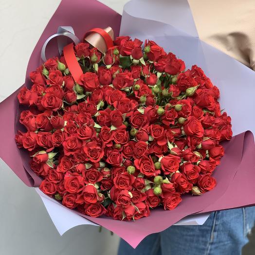 Красные кустовые розы