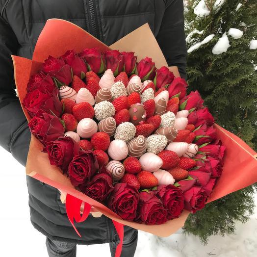 VIP букет из клубник в шоколаде с розами: букеты цветов на заказ Flowwow