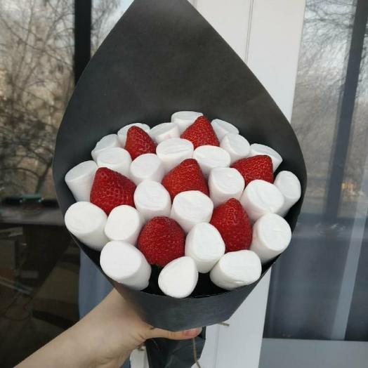 Букетик с клубникой и маршмеллоу: букеты цветов на заказ Flowwow