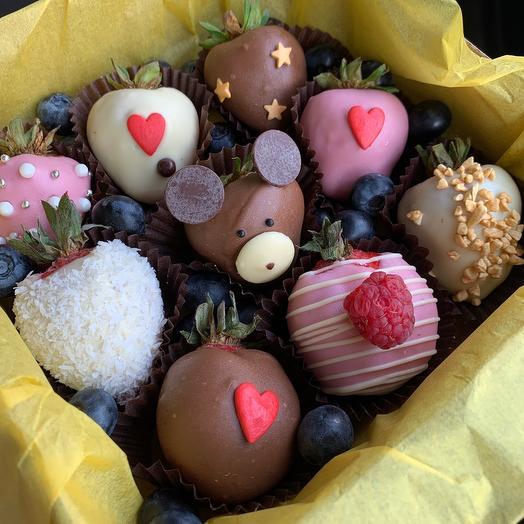 Коробочка клубники в шоколаде