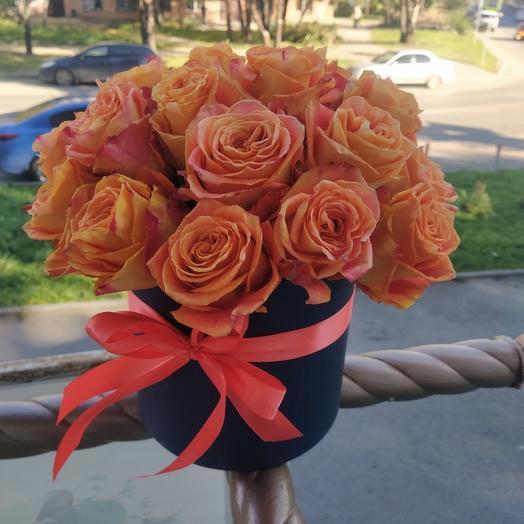 Букет «Классика» в шляпной коробке оранжевый