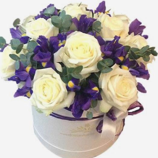 Шляпная коробка из роз и ириса