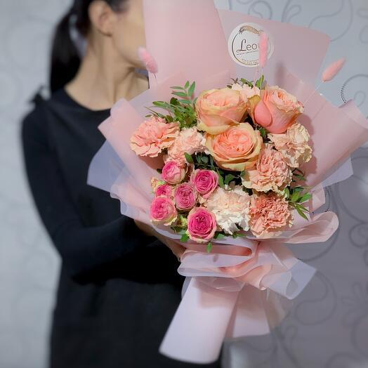 Нежный букет с ароматной Японской пионовидной розой и веточками Лагуруса