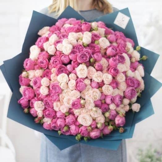 Большой букет кустовых роз