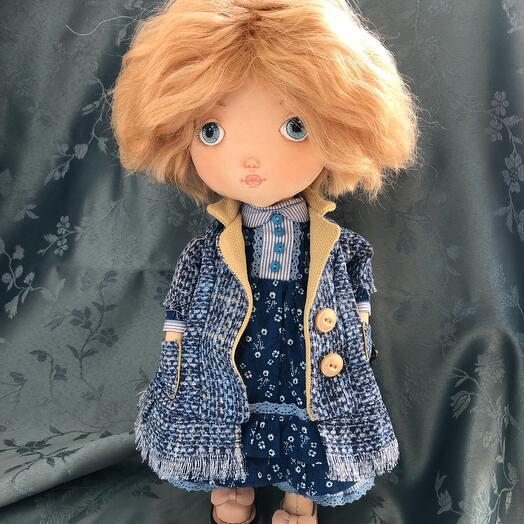 Кукла текстильная :тело- хлопок ,набивка- синтепух, волосы-шерсть козочки, лицо расписано акрилом