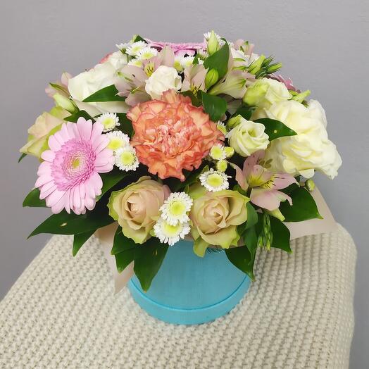 Шляпная коробка с цветами