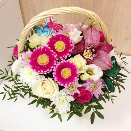 Корзина с минигерберами и орхидеей: букеты цветов на заказ Flowwow