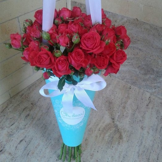 Кустовая малиновая роза в конверте: букеты цветов на заказ Flowwow