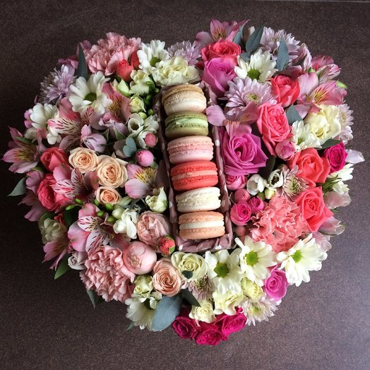 Коробка сердце: букеты цветов на заказ Flowwow