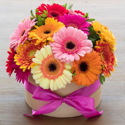 Шляпная коробка с герберами: букеты цветов на заказ Flowwow