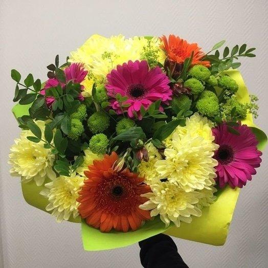 Яркий красочный букет из гербер и хризантем: букеты цветов на заказ Flowwow