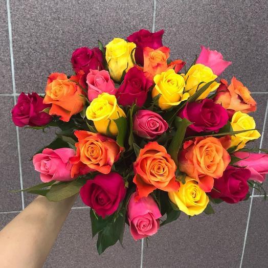 Букет из 25 роз Кения с зеленью