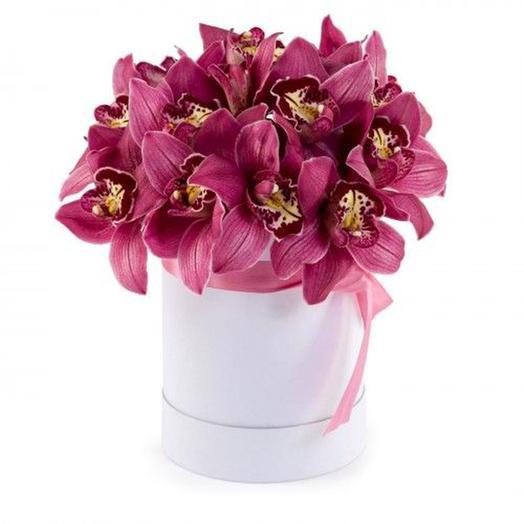 "Шляпная коробка ""Элегантность"": букеты цветов на заказ Flowwow"