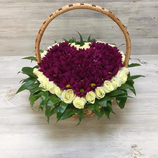 Корзинка из роз и хризантем: букеты цветов на заказ Flowwow