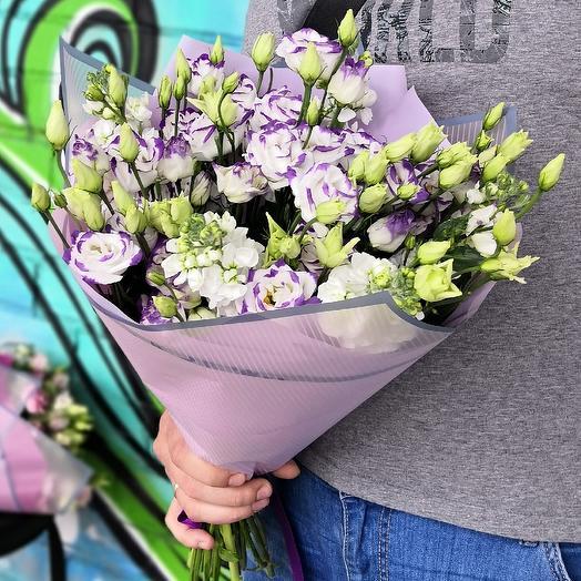 Нежный букет из эустомы с ароматной матиолой: букеты цветов на заказ Flowwow