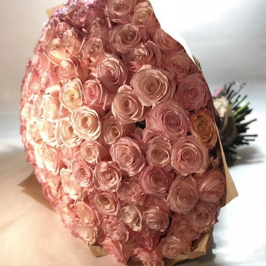 101 нежно-розовая роза: букеты цветов на заказ Flowwow