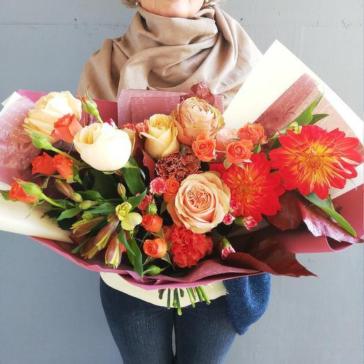 Авторский букет из роз, георгин, листьев дуба Африканский Закат: букеты цветов на заказ Flowwow