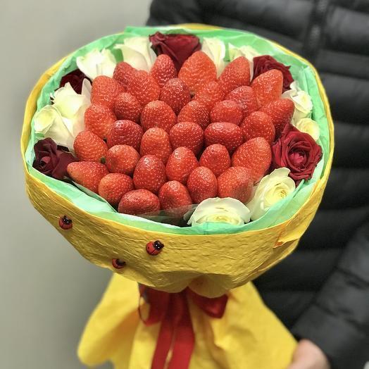 Яркий клубничный букет: букеты цветов на заказ Flowwow
