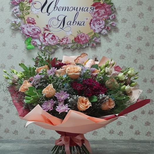 A Prefabricated bouquet of roses,eustoma ,chrysanthemum