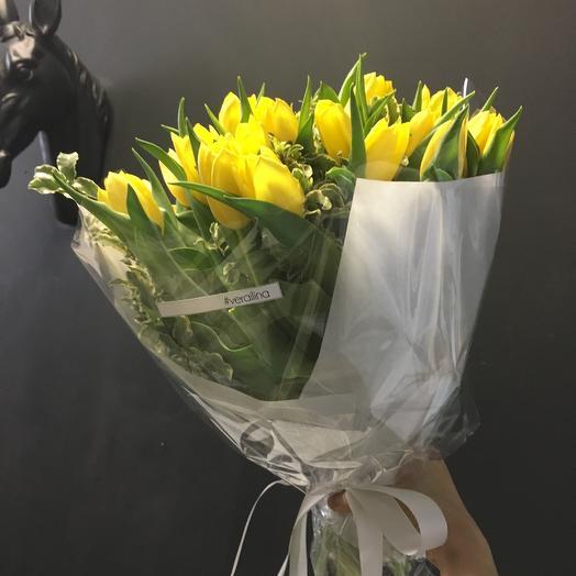 Букет из 29 желтых тюльпанов: букеты цветов на заказ Flowwow
