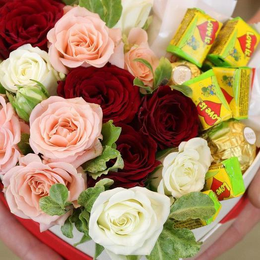 "Коробка-сердце с ""Love Is.."": букеты цветов на заказ Flowwow"