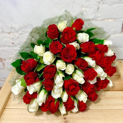 Букет из роз «Красное энд белое»
