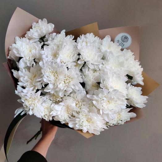 9 белоснежных кустовых хризантем