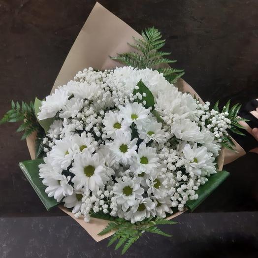 Букет из хризантемы белой кустовой и гипсофилы