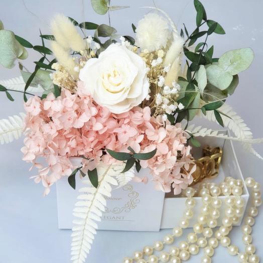 Коробка для подарка с цветами