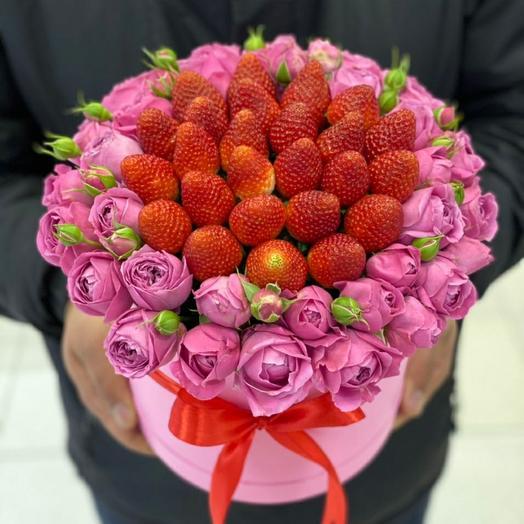 Клубника с кустовыми розами
